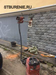 Алмазное сверление кирпичной стены