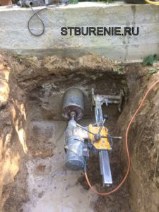 Сверление отверстий под канализацию